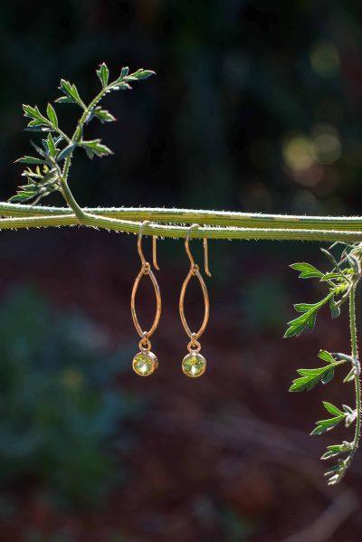 Peridot oval dot earrings