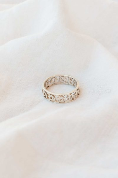 silver om band ring